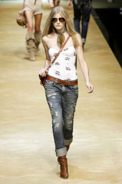 D-and-G-Podium-spring-fashion-2010-015_runway,elle.com,nytt