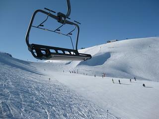 GrandValira chair lift Grandvalira a misé sur la technologie pour améliorer les conditions de sécurité des passionnés de neige. Sa nouvelle application pour mobiles et tablettes et l'utilisation d'autres outils tels Alpify sont une preuve supplémentaire des efforts réalisés par la station ski Andorrane en matière de sécurité
