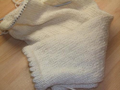 Hybrid raglan sleeves