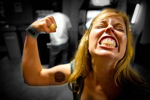 [フリー画像] 人物, 女性, 筋肉, 201004221500