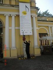 """Em frente ao Museu da Casa Brasileira em SP antes da entrada no palco • <a style=""""font-size:0.8em;"""" href=""""http://www.flickr.com/photos/63787043@N06/5809056683/"""" target=""""_blank"""">View on Flickr</a>"""