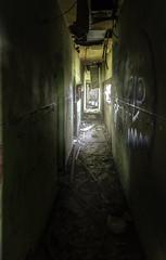 Asomado. (Ramirez de Gea) Tags: fantasma abandono tokinaaf1224mmf4