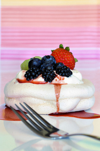 mini-pavlovas-berry