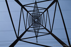 Looking Up (gerag [Georg Ragaz]) Tags: vanishingpoint perspective pylon electricity mast hochspannung strommast