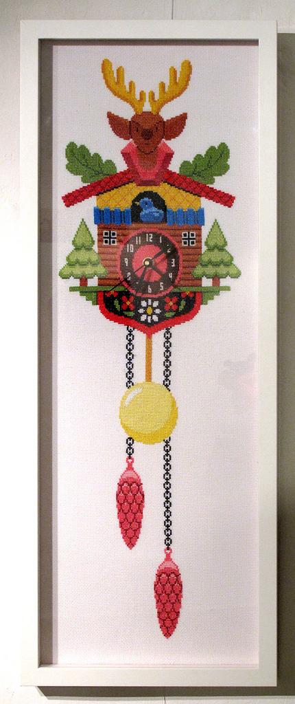 Reloj de cuco en punto de cruz