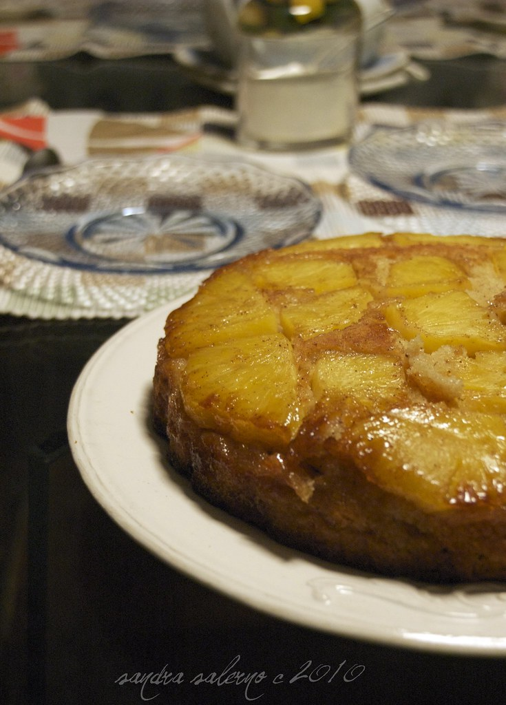 Torta all'ananas caramellata