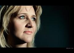 Mia Cara Moglie (Geraldos ) Tags: woman eyes nikon naturallight linda cinematic d300 filmisch geraldos cooleyes regazza regazze lindeke vlakvoorhetraam metavondlicht