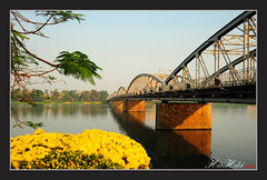 Trng Tin vo xun - Trang Tien bridge in Spring (Ha Hai) Tags: flower spring naturesfinest coth trangtienbridge huongriver supershot hu huecity maxun snghng hoacc cutrngtin coth5 cutrngtin