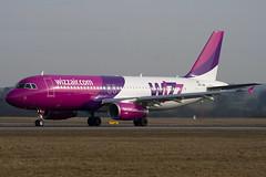 HA-LWA - 4223 - Wizzair - Airbus A320-232 - Luton - 100317 - Steven Gray - IMG_8721