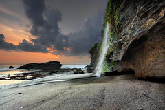 What awaits you on the other side? (tropicaLiving - Jessy Eykendorp) Tags: bali seascape nature canon indonesia landscape photography outdoor lee reverse hitech tanahlot tropicaliving