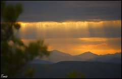- SUNSET - (Tomas Mauri) Tags: sunset puestadesol nubes montaña rayosdesol naturaleza paisaje catalonia catalunya cataluña españa spain europa sony tomás reflejos reflexes maravilla reflejosdelsol sol rayos ray