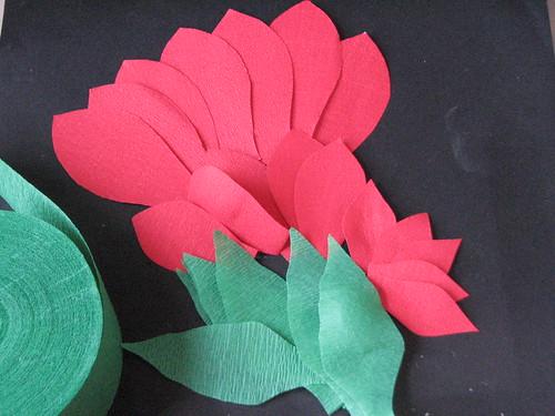 #12 - Crepe Paper Poinsettia 004