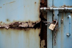2009-1209-161715 (t-a-i) Tags: hk metal canon hongkong rust lock central hkg  tamrona16 canoneos400d