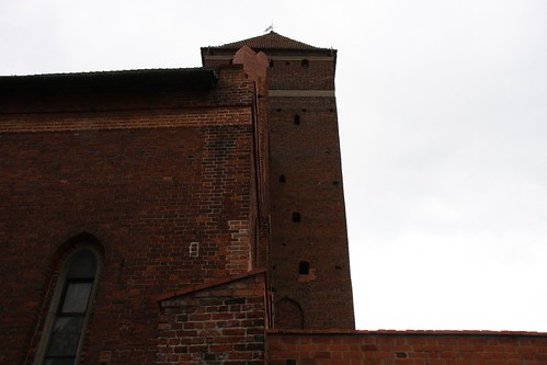 Wieża południowo zachodnia bazyliki św. Jerzego w Kętrzynie widziana od północy