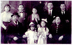 Image titled The Hertz family,1918.