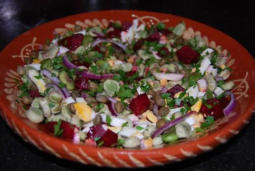 salade van tuinboontjes en bietjes