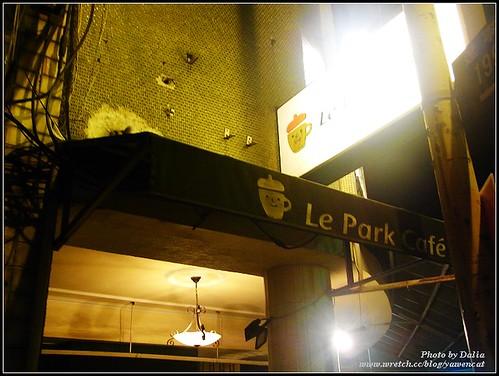你拍攝的 Le Park Cafe|公園咖啡~店門口。