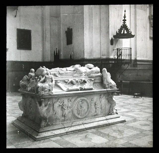 Sepulcro del Cardenal Tavera a inicios del siglo XX. Ateneo de Madrid