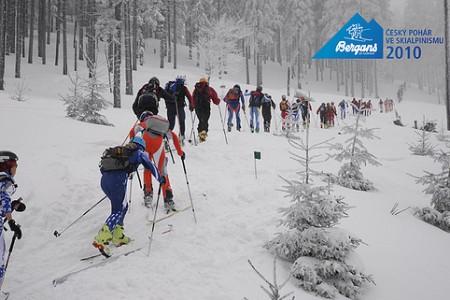 Noc tuleních pásů zahájila Bergans Český pohár ve skialpinismu