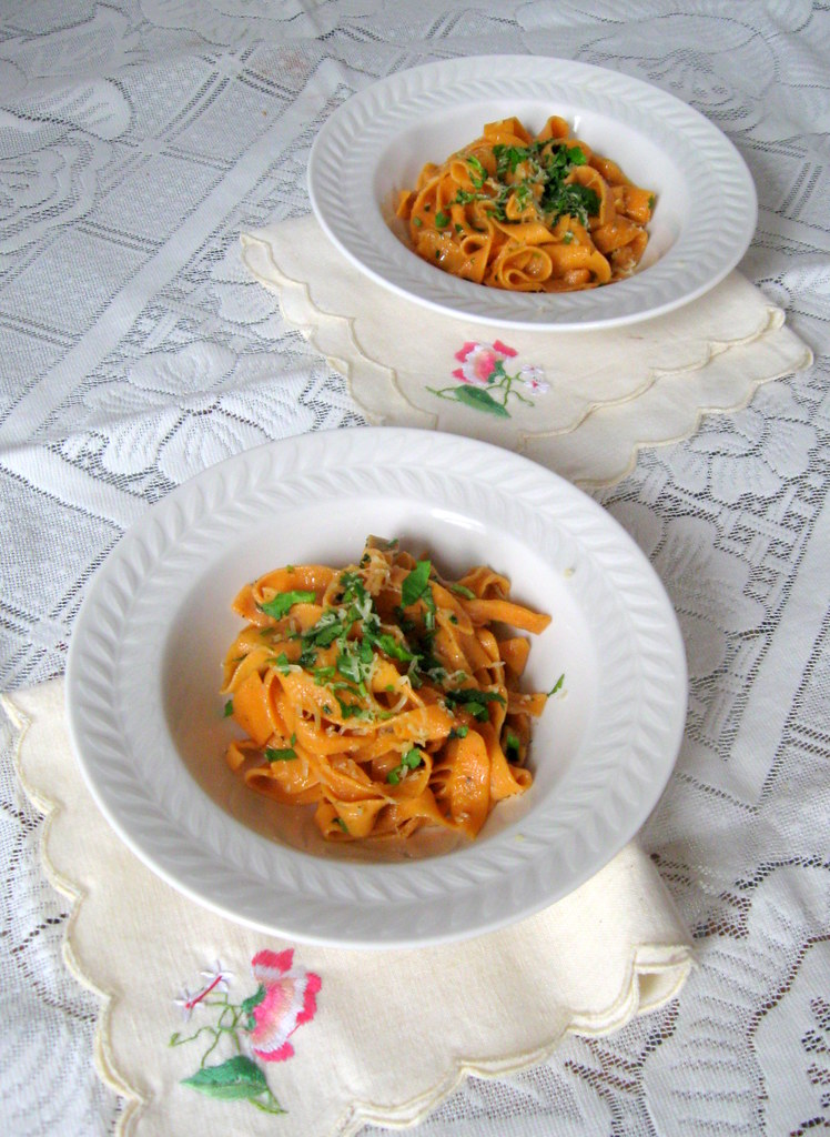 Tomato pasta in Garlic oil sauce