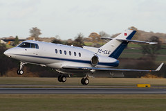 TC-CLG - HA-0098 - Private - Hawker Beechcraft 900XP - Luton - 091126 - Steven Gray - IMG_4707