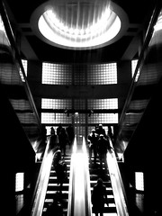 Madeleine - N&B / B&W (philoufr) Tags: blackandwhite paris stairs subway noiretblanc métro escalator madeleine escalier ratp nonluoghi nonplace nonlieux canonpowershots90