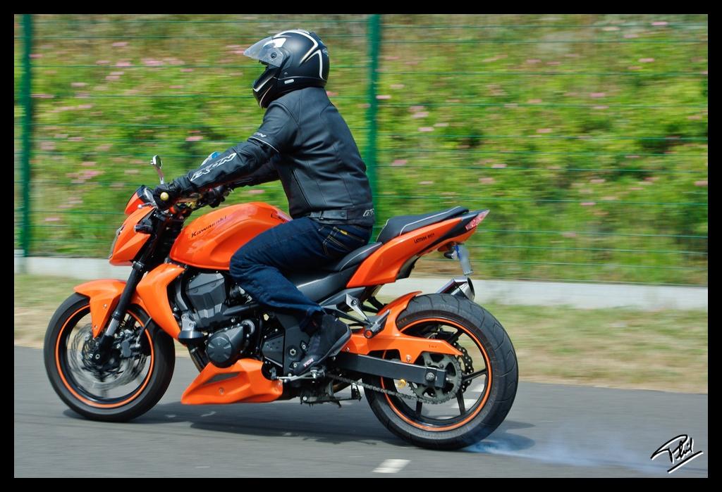 Kawasaki Z750 On Rear Brakes Phil 22 Tags Orange France Raw