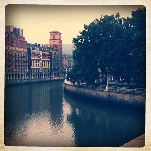 <span>bilbao</span>In mezzo a Bilbao scorre il Rìa.<br><br><p class='tag'>tag:<br/>luoghi | bilbao | </p>