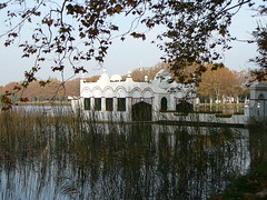 Banyoles Lake - Girona - Spain (marimbajlamesa) Tags: espaa lake water grass lago boat spain agua eau wasser barca catalunya acqua herb bot herbe bote llac hierba banyoles baolas agia herba aiga