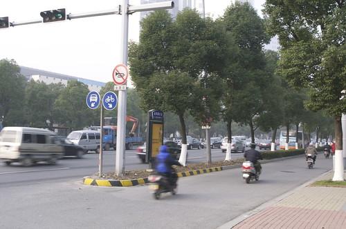 電動バイク、自転車専用道路