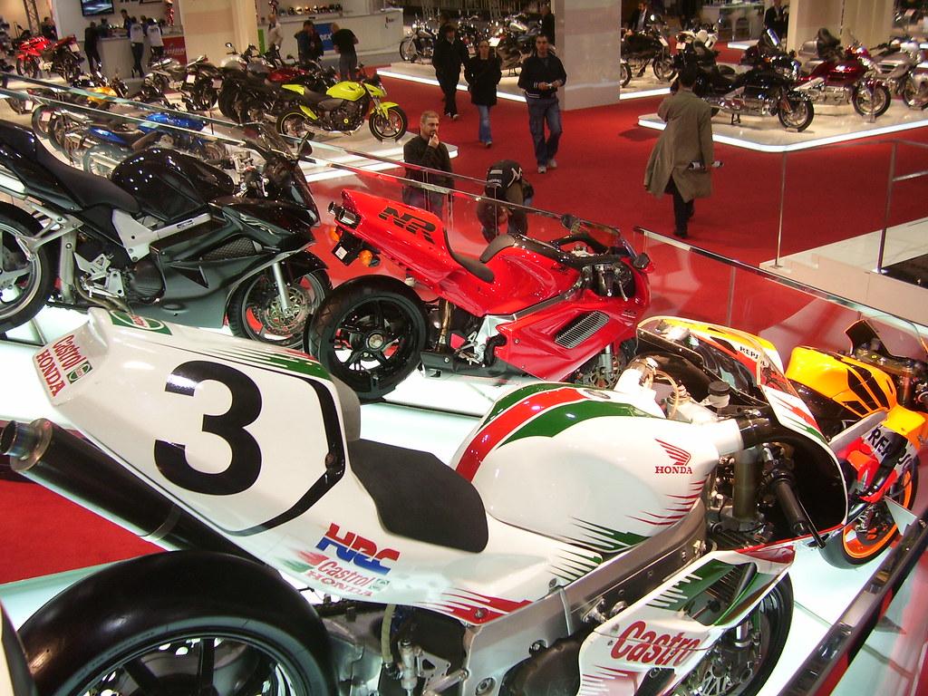 Honda RC 45 - Page 2 4248745573_1e81992b88_b