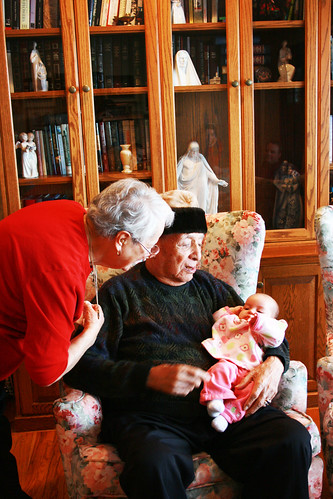 Julie with abuelitos 01