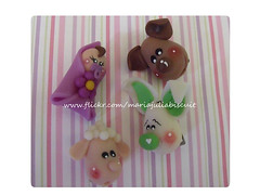 Brochinhos (Alane • maria julia biscuit) Tags: handmade biscuit cachorro coelho nenem ovelha porcelafria mariajuliabicsuit