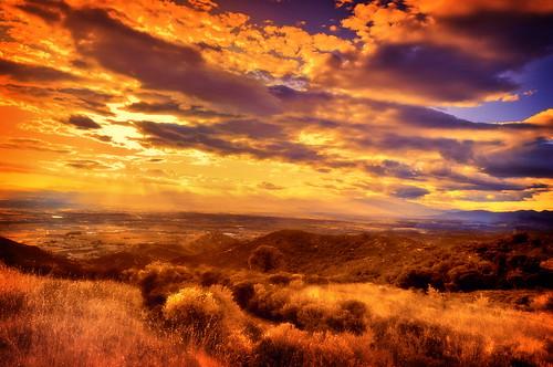 フリー画像| 自然風景| 草原の風景| 夕日/夕焼け/夕暮れ| 雲の風景|       フリー素材|