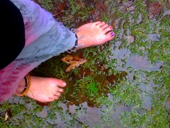 barefoot-walk2802-4 (ganesha1967) Tags: feet foot toes toe ring barefoot hippie barefeet toering anklet