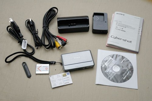 DSC-TX7 跟裡面所附的配件組