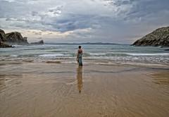 Canção do mar (Leonorgb) Tags: woman beach canon atardecer mar mujer femme playa arena cielo fado rocas cantabria amaliarodriguez liencres nd8 dulcepontes somocuevas cançaodomar cancióndelmar