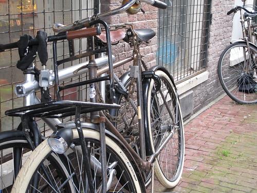 2 bikes alleyway