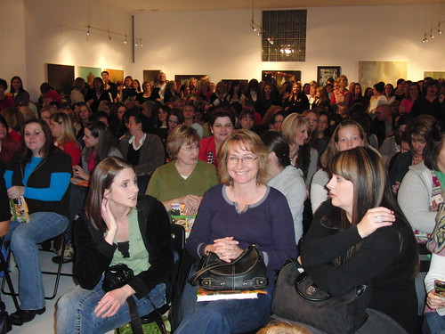 The crowd at The Pioneer Woman's booksigning in SLC.
