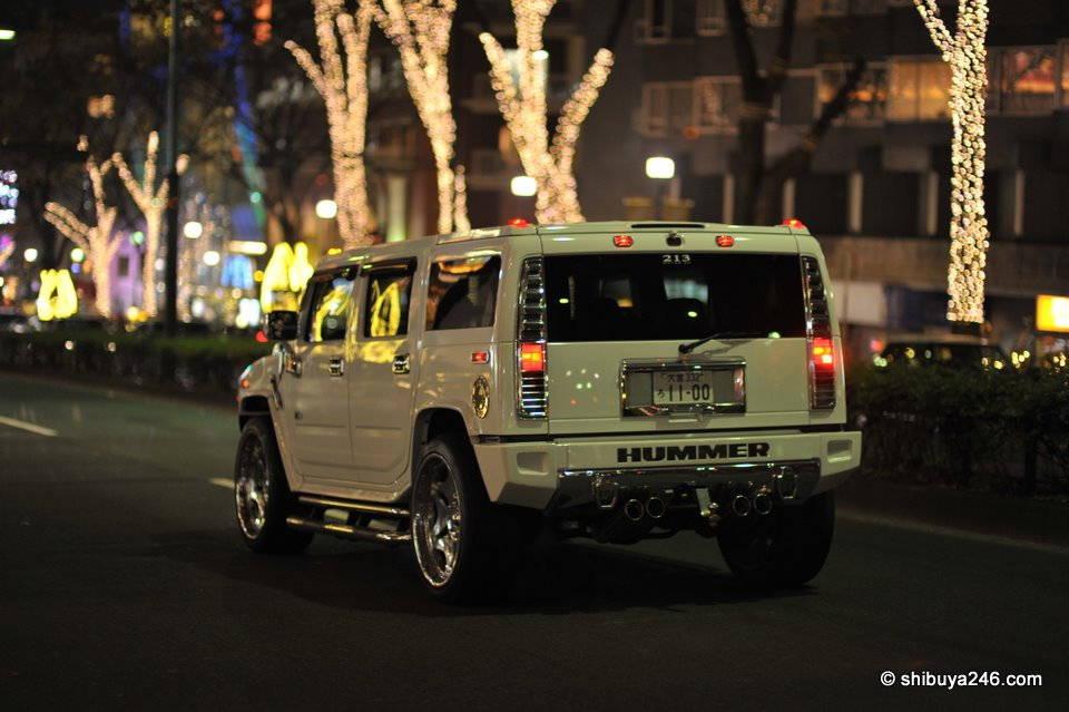 A great way to check out the illuminations is to load up your HUMMER and roll down Omotesandori. Why didn't I think of that?