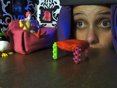 Voyer na casa de Ronald McDonald (Paulo Bassique) Tags: house ronald toys penguin miniature surrealism humor dream final sonho pinguim voyer miniatura mcdonald maquete casinha davidlachapelle surrealismo voyerismo litroz ef09
