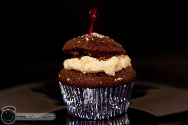 Kristen's Cupcake 122109 © Michael Klayman-001