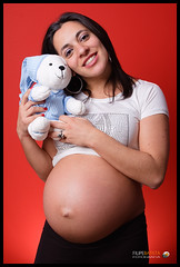 Dora: 37 weeks (Filipe Batista) Tags: lighting light portrait cute luz portugal canon studio toys hands couple flash estudio pregnant dora casal softbox trigger maos gravida triggers strobist 40d disparadores ctr301p filipebatista