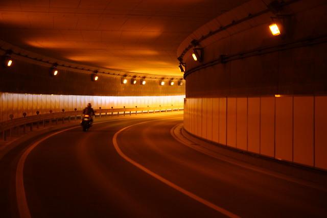 トンネルのカーブ