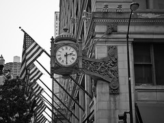 Chicago (Julio Barros) Tags: old bw chicago clock canon cityscape sx10 macysbuilding motleypixel