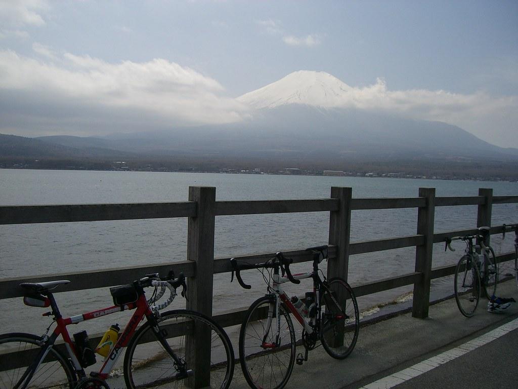 山中湖半から富士山を望む