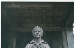 (male na) Tags: kodak cementerio recoleta holga135