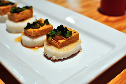 RICE CAKES WITH CRISPY SCALLION TOFU