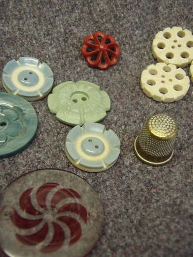 buttons and thimble.JPG