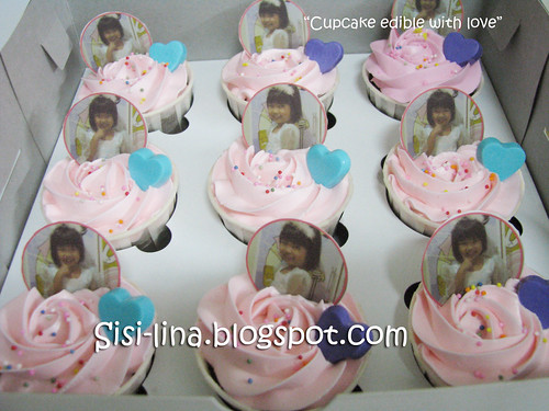 cupcake edible with love
